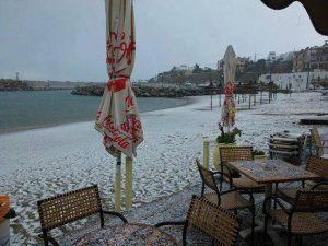 Πάγωσε η πιο διάσημη παραλία της Κρήτης (pics)