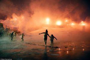 Η πόλη φάντασμα των... ζωντανών-νεκρών: Έχει πάντα κρύο και ο ήλιος δεν βγαίνει! (ΕΙΚΟΝΕΣ)