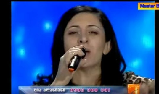 Τρέλανε τους πάντες: Η διαγωνιζόμενη που τραγούδησε ελληνικά σε ξένο talent show (ΒΙΝΤΕΟ)