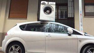 Απίστευτο: Πάρκαρε μπροστά από είσοδο σπιτιού και όταν γύρισε να πάρει το αυτοκίνητο αντίκρισε ένα περίεργο θέαμα! Η εικόνα που έγινε viral