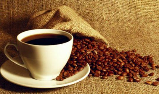 Ο καφές ευεργετεί ή βλάπτει; Μύθοι και αλήθειες για την καφεΐνη