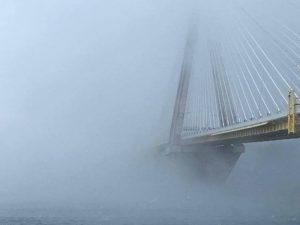 Εκπληκτική φωτογραφία: «Χάθηκε» από τον χιονιά η γέφυρα Ρίου-Αντιρρίου