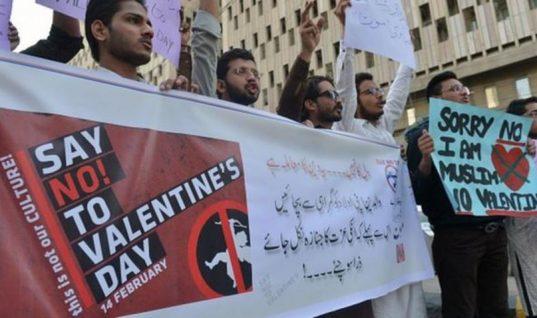 Δικαστήριο στο Πακιστάν απαγόρευσε τις εκδηλώσεις για την Ημέρα του Αγίου Βαλεντίνου!