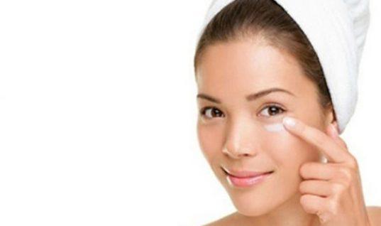 Σακούλες στα μάτια: Ποιες φυσικές ουσίες τις μειώνουν αισθητά!