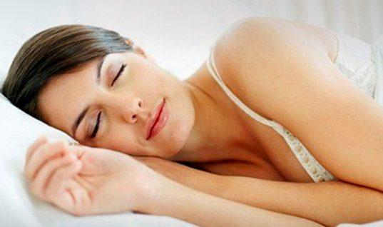 Επιτρέπεται το σουτιέν στον ύπνο ή όχι; Ποια η γνώμη των ειδικών;