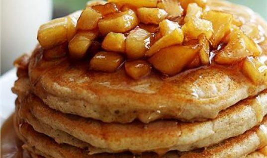 Pancakes με σοταρισμένα μήλα και μέλι!