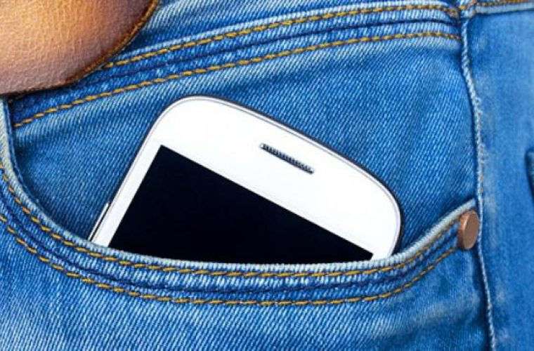 Απαγορεύεται να βάζουν το κινητό στην τσέπη οι άνδρες! Δείτε γιατί