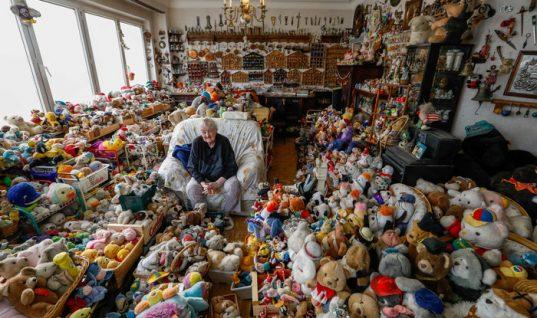 Αυτή η γιαγιά ζει μαζί με 20.000 λούτρινα κουκλάκια! (εικόνες)