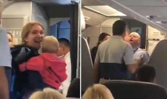Βίντεο: Αεροσυνοδός χτύπησε γυναίκα με μωρό στην αγκαλιά