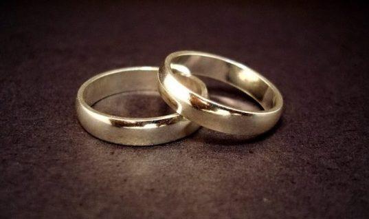 «Μου έκανε πρόταση γάμου σε μια τέντα με κάτι γελάδες απ' έξω»