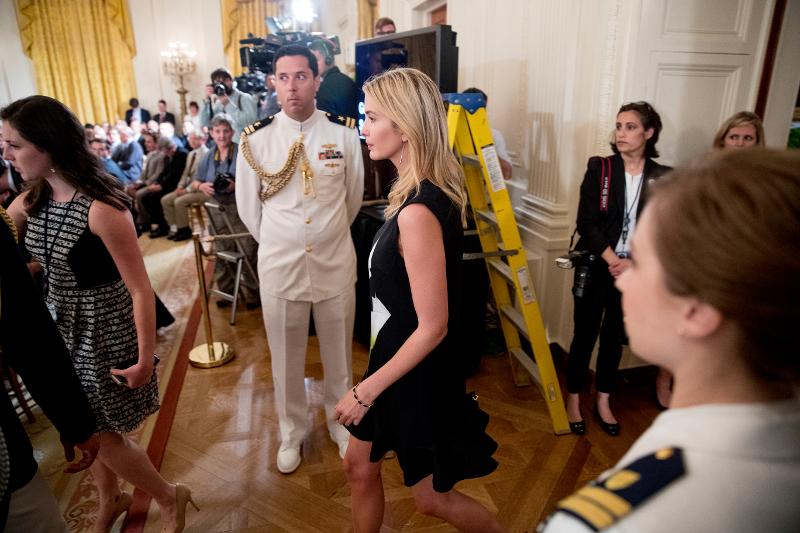 Αυτό είναι το φόρεμα των 16 ευρώ από σειρά της Βικτόρια Μπέκαμ που φόρεσε η Ιβάνκα Τραμπ (εικόνες)