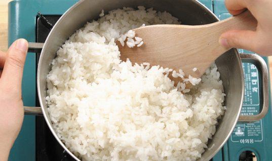 Το νούμερο 1 λάθος που κάνεις με το ρύζι (και βγαίνει λαπάς)!