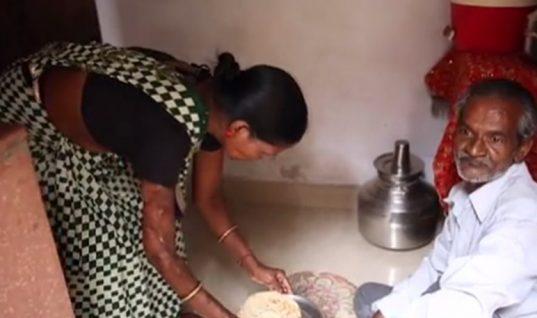 Αδιανόητο: Μητέρα και κόρη εξακολουθούν να ζουν με τον άνδρα που τις παραμόρφωσε με οξύ λόγω φτώχειας
