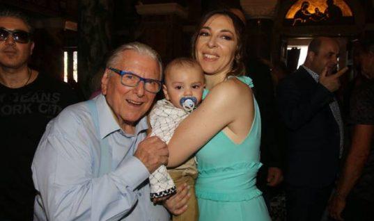 Ο Κώστας Βουτσάς και η Αλίκη Κατσαβού βάπτισαν τον μικρό Φοίβο (εικόνες)