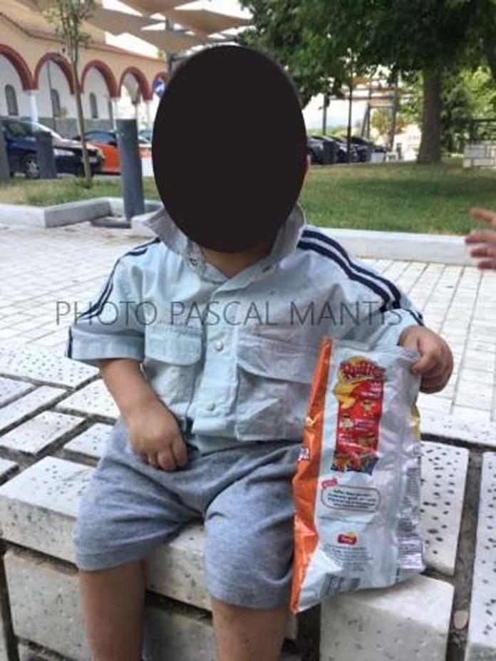 Συνεχίζεται το μυστήριο με το αγοράκι που βρέθηκε στη Λάρισα – Άφαντοι οι γονείς του