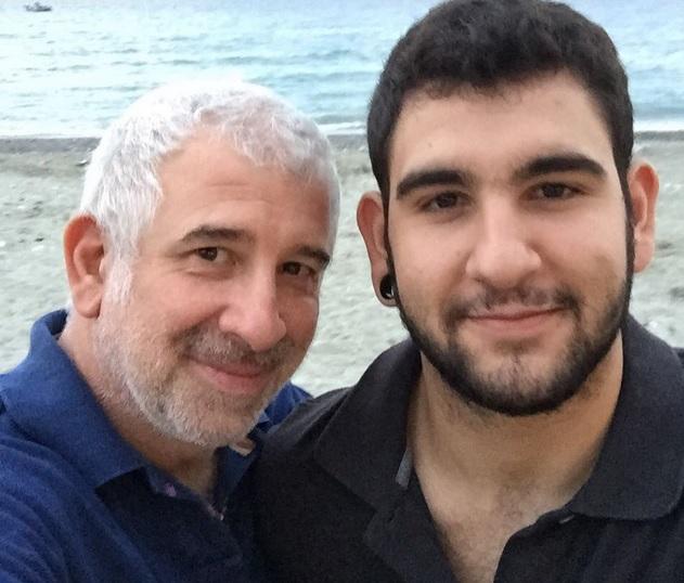 Πέτρος Φιλιππίδης: Συνεργάζεται με τον 20χρονο γιο του στο θέατρο! (εικόνα)