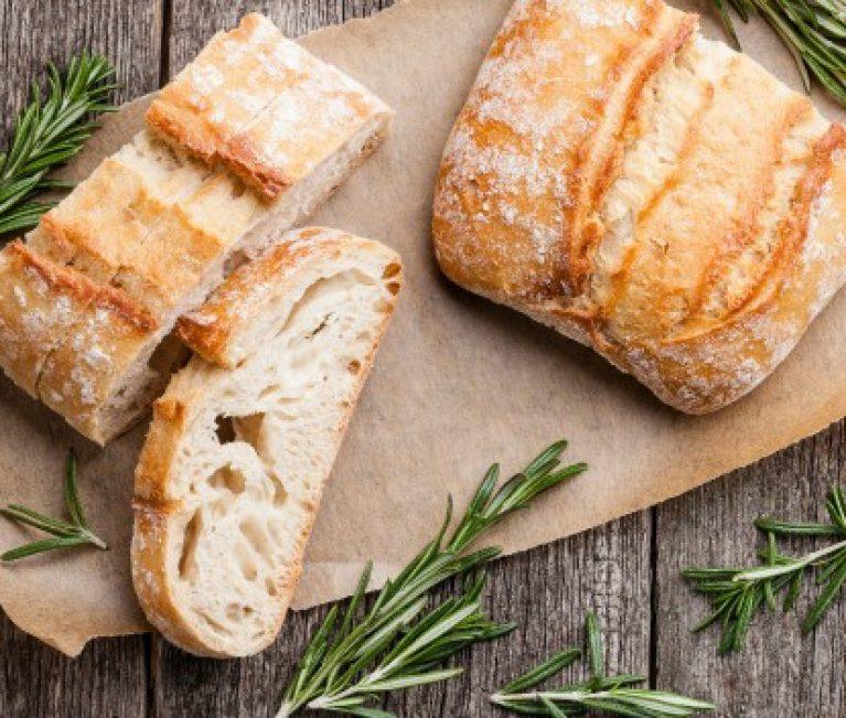 To tip της νοικοκυράς: Κάντε το μπαγιάτικο ψωμί ολόφρεσκο!