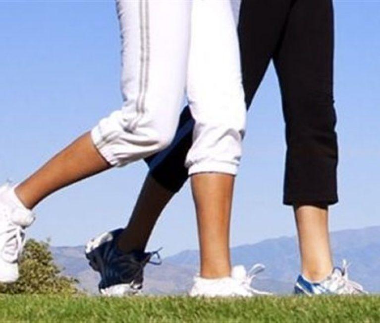 Από ποιες παθήσεις προστατεύει το περπάτημα – Πόσες ώρες την εβδομάδα είναι ιδανικές