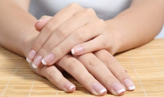 Αυτά τα σημάδια στα νύχια, θα πρέπει να σας ανησυχήσουν